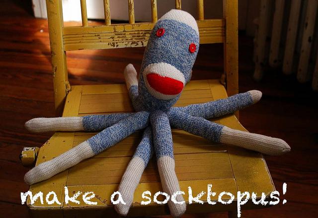 11-7-diy-adorable-sock-toys