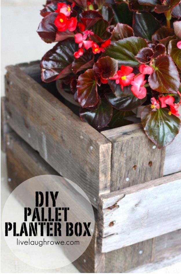 12-Creative-DIY-Pallet-Planter-Ideas-for-Spring-DIY-Pallet-Planter-Box