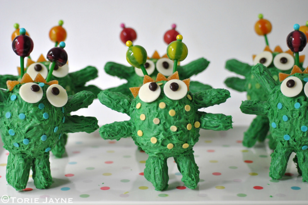 3-5-easy-toddler-monster-cakes-diythought