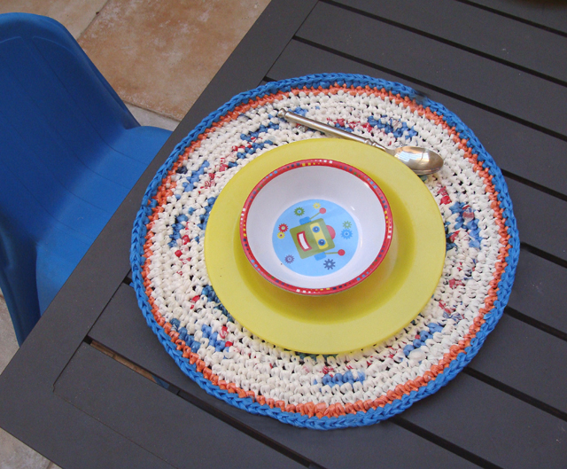 DIY Plastic bag placemats
