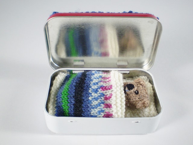 7 Adorable Free Toy Knitting Patterns- ted in tin