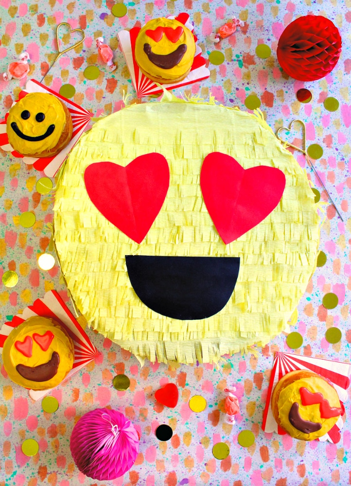 emoji pinata DIY