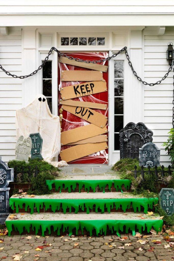 10 Spooky Diy Halloween Door Decorations Diy Thought