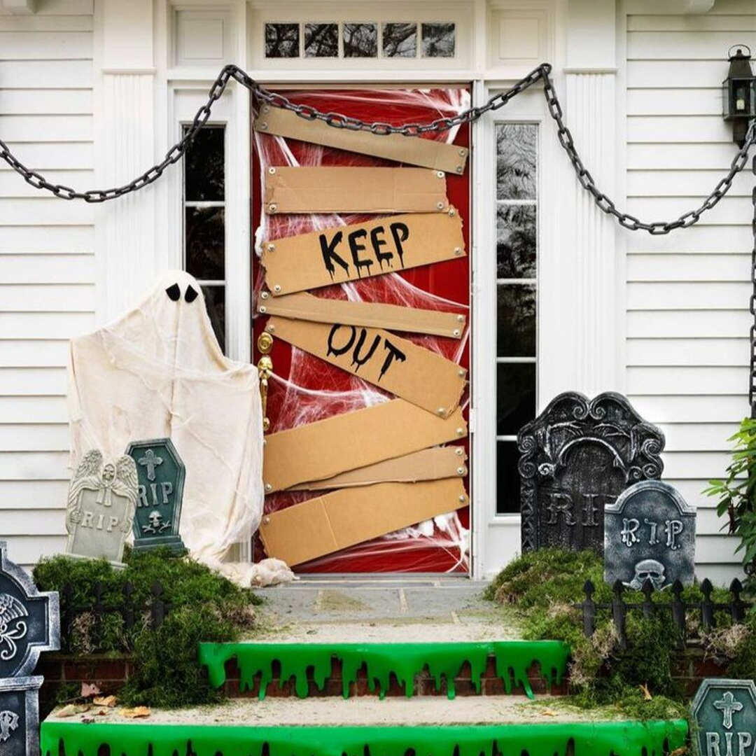 10 Spooky DIY Halloween Door Decorations