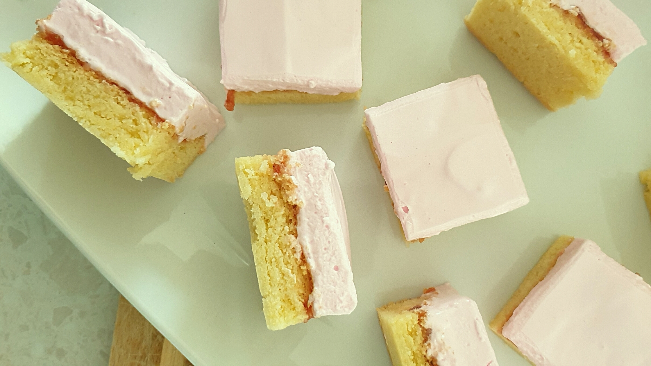 marshmellow strawberry shortcake slice